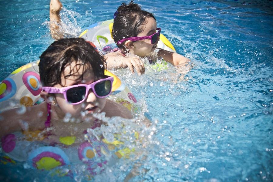 niñas piscina_web