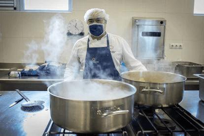 Cocinero en período covid.